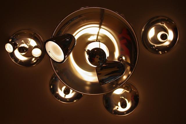 zlatá lampa