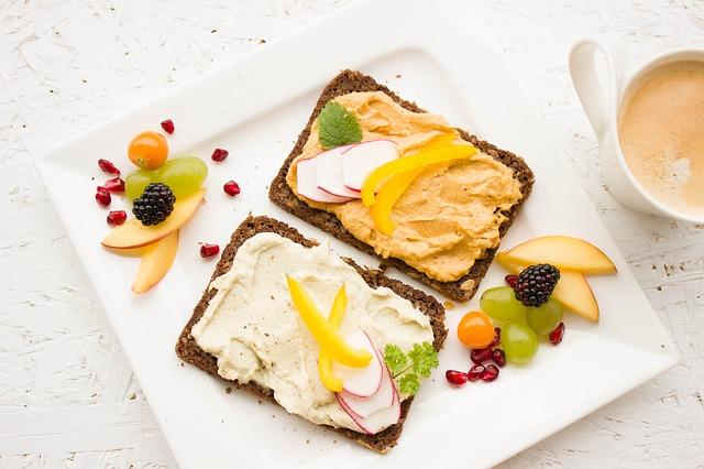 snídaně s hummusem.jpg