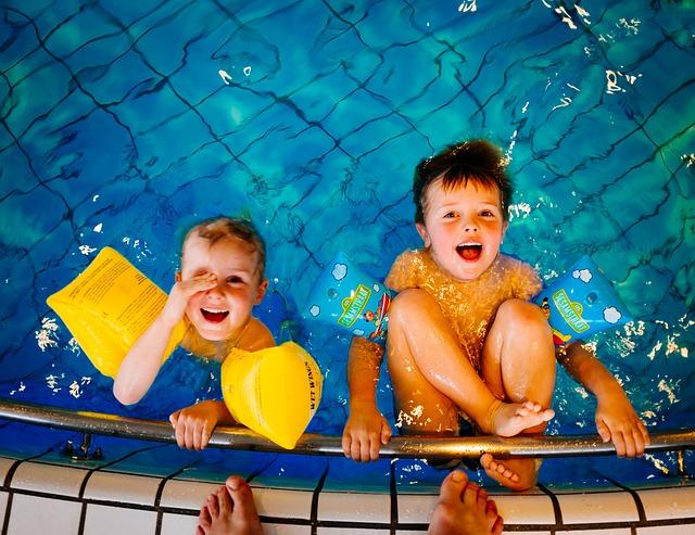Děti v bazénu.jpg